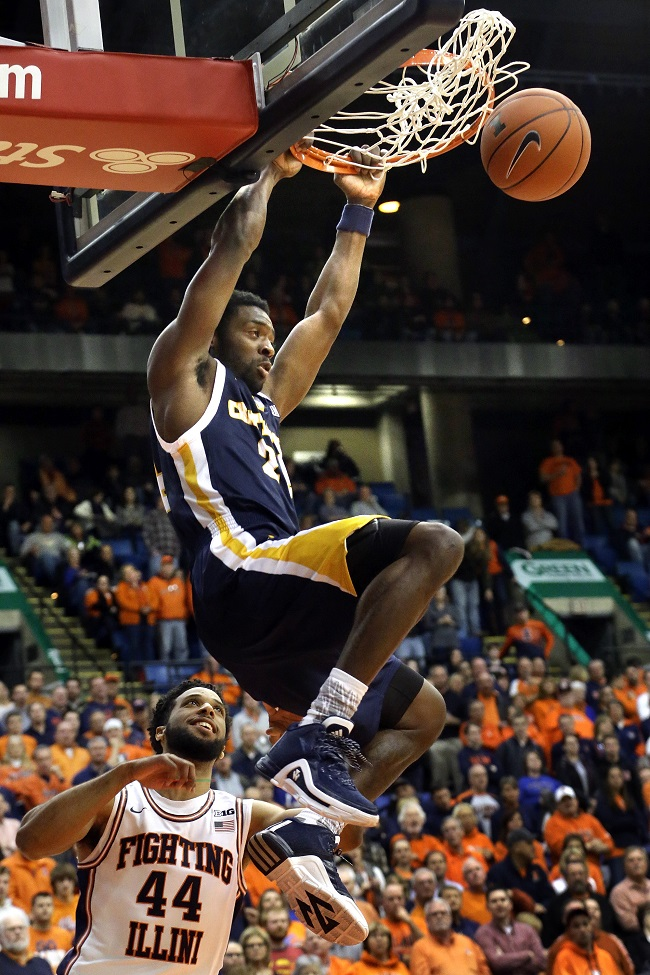 Chattanooga guard Casey Jones (24) dunks the ball over Illinois guard Alex Austin (44) during the first half of an NCAA  college basketball game at the Prairie Capital Convention Center Saturday, Nov. 21, 2015, in Springfield, Ill. (AP Photo/Seth Perlman)